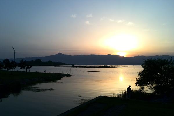 びわ湖、夕暮れ時