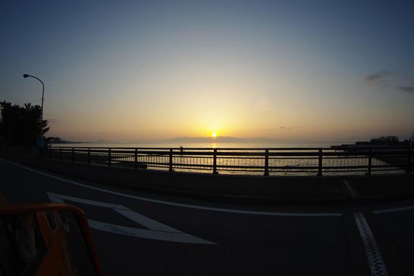 琵琶湖に沈む夕日