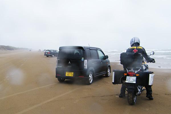 石川県羽咋市、千里浜ドライブウェイ