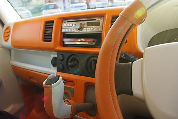 車内もオレンジ