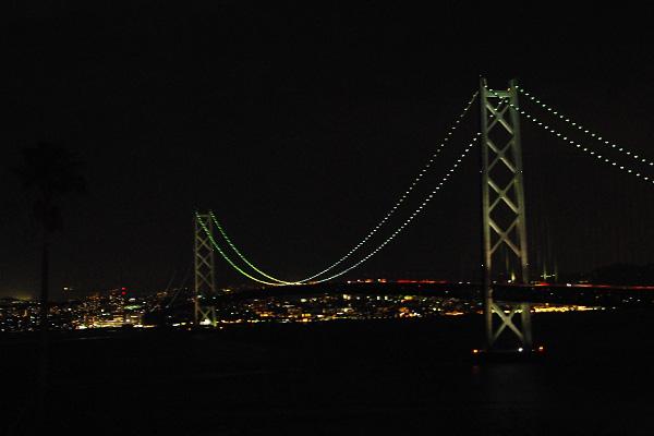 ライトアップされた明石海峡大橋