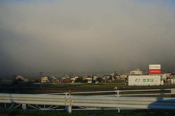 雲海に沈む町
