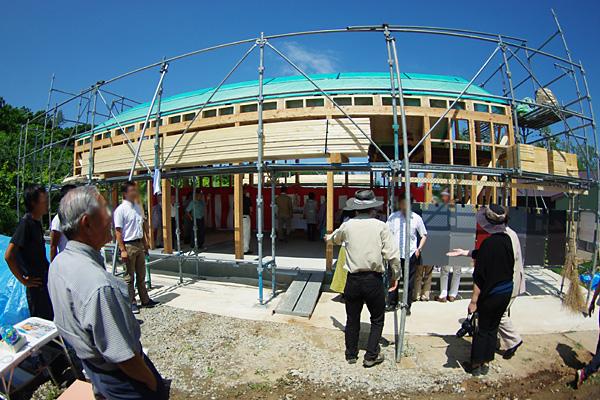 建設中の学び舎・外観
