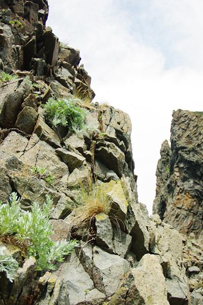 そびえたつ岩壁