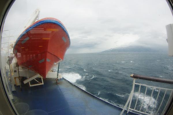 脱出艇と奥尻島