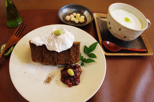 季節のシフォンと玄米茶オーレ