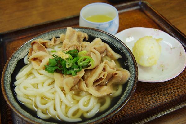 肉うどん+半熟たまごの天ぷら