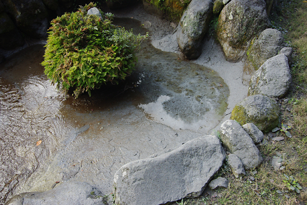 火山灰堆積〜池